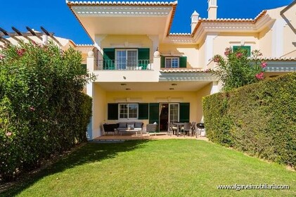 Moradia com 3 quartos e vista golfe localizada no resort Quinta do Lago