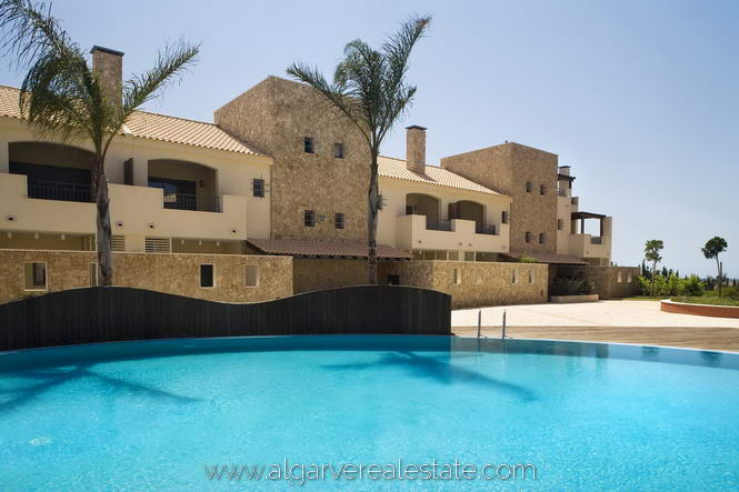 3-Bed-Townhouse-Pool-View