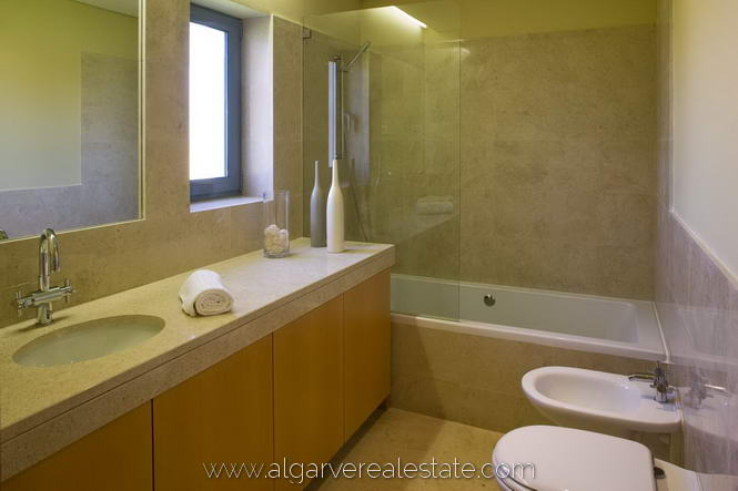 6-show-house-bathroom-victoria-gardens